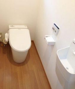 トイレは洗面所から段差なく